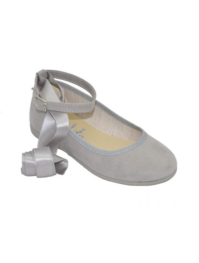 bailarina ballet con cinta raso y pulsera gris
