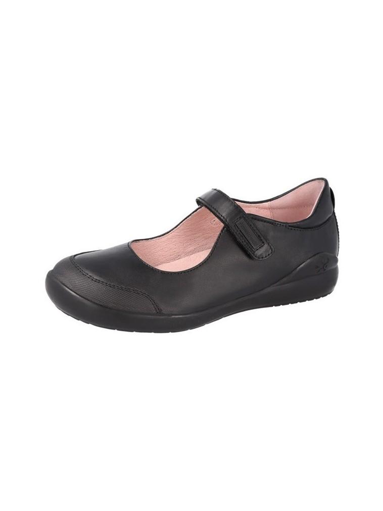 mercedes de niña colegial con puntera de biomecanics negro