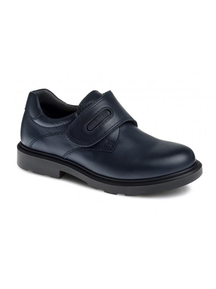 zapato colegial pablosky nino liso en color marino modelo 715120