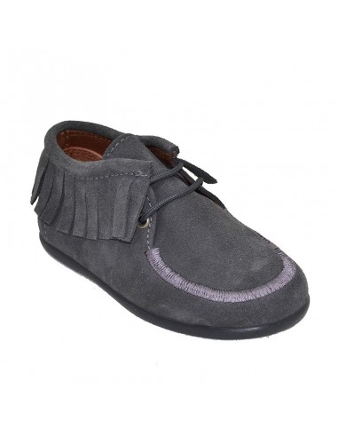 df79f7d1f7bed BOTITA CON CORDON Y FLECOS TIPO WALLABEE Talla 22 Color GRIS