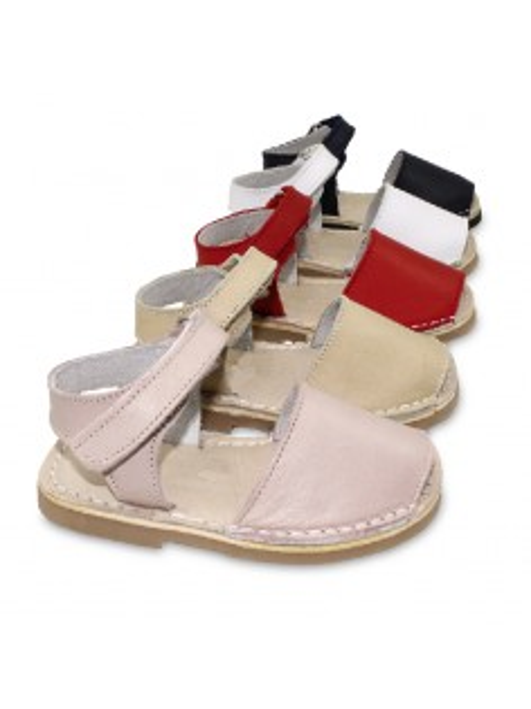 menorquina avarca con cierre adherente en piel muy suave piso acolchado color blanco, rosa, marino, beige, rojo, camel