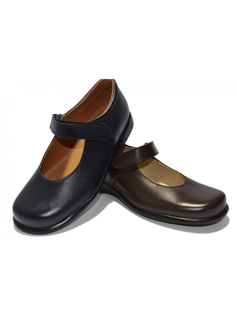 Zapato colegial para niñas mercedes clásico con velcro y piso de goma hasta talla 38.